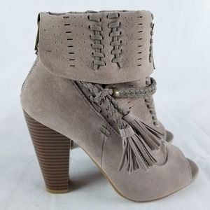 Bamboo Women's Sz 6 Taupe Suede Ankle Boots #36278